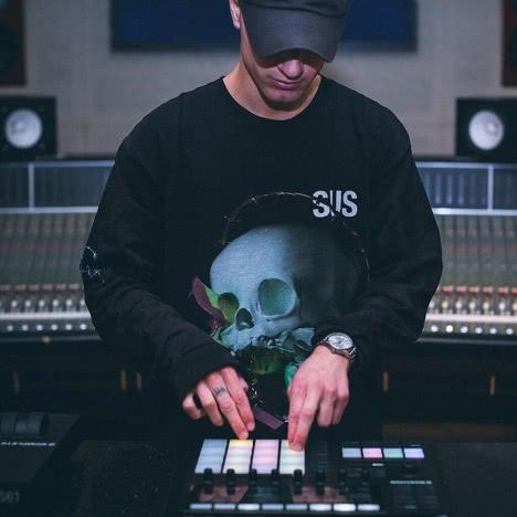 Beatmaker with Midi keyboard (1)
