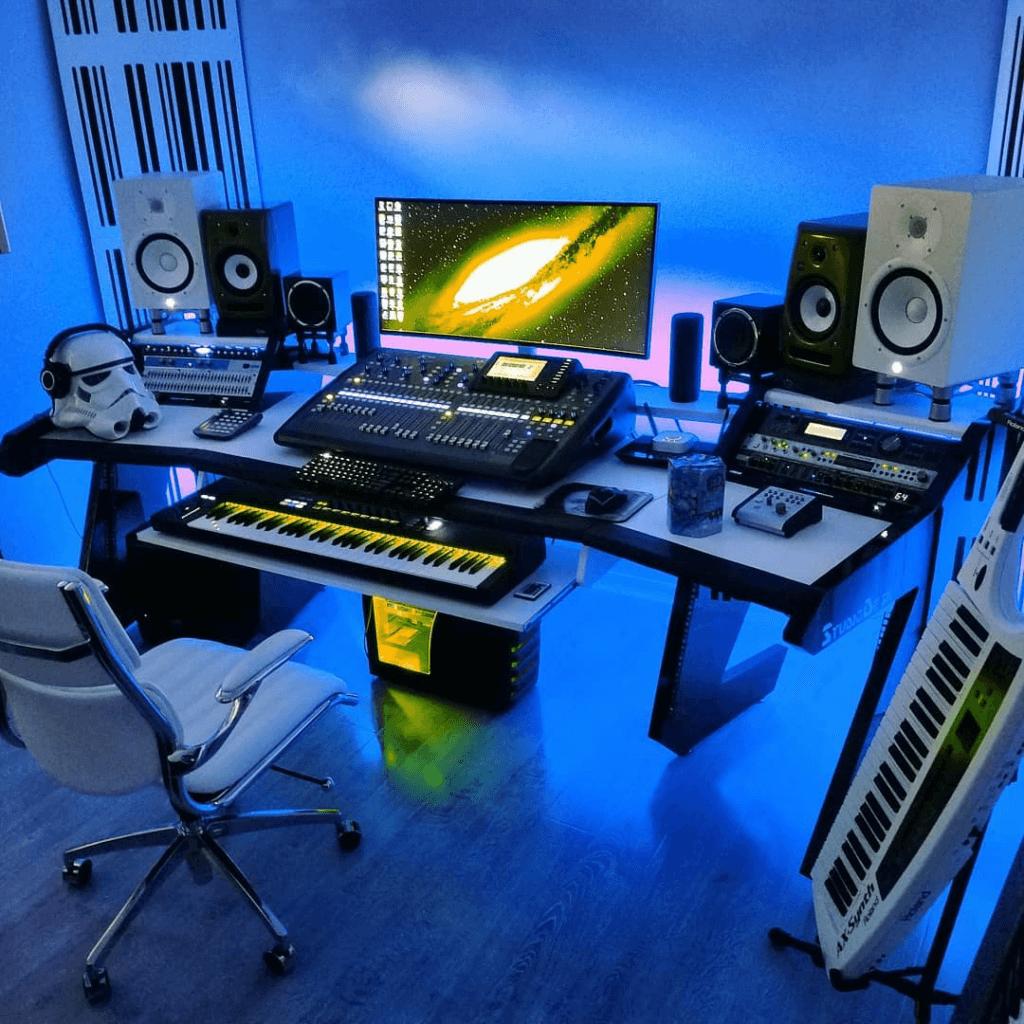 music studio hardware (1)