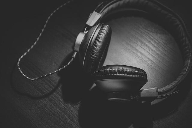 Studio Headphones: Best Guide for the Beginners