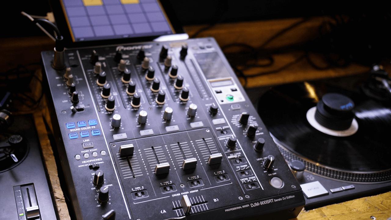 Best DJ Mixers For Beginners of 2019 | Blue Buzz Music