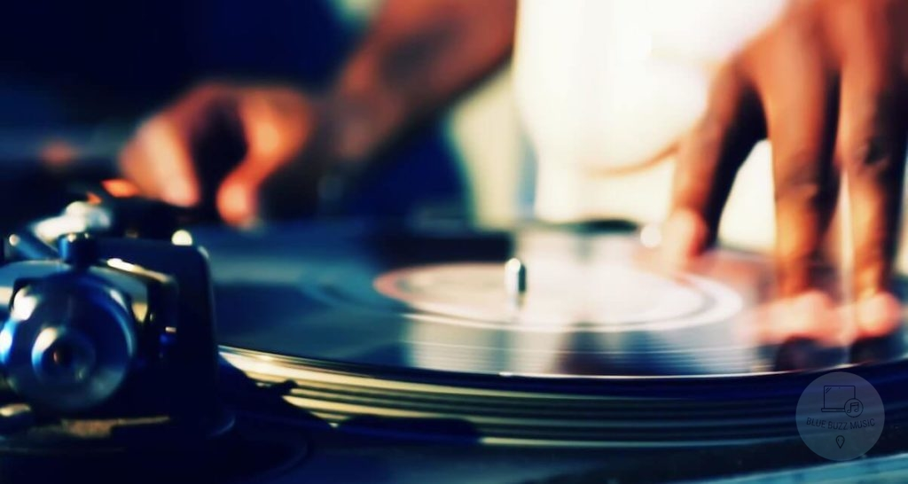Factors to Consider When Buying a Turntable for Scratching